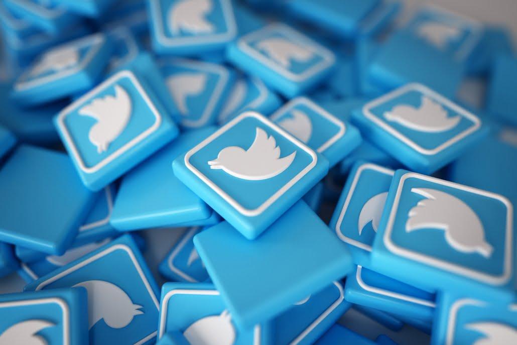Logos de Twitter apilados