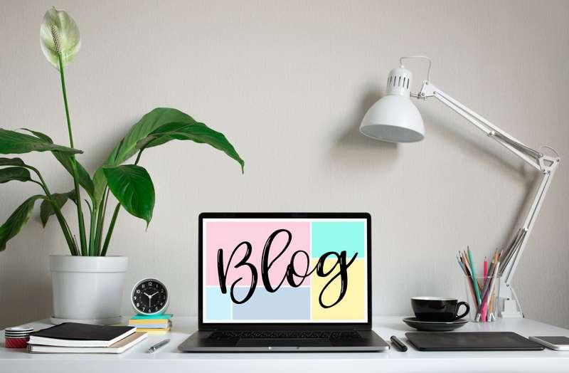 Pantalla de ordenador en la que aparece la palabra blog