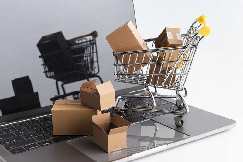ordenador con carrito de la compra